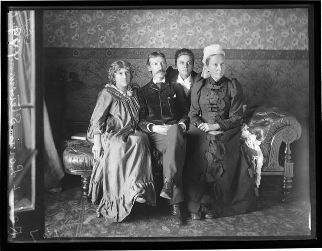 37_가족사진(1893)